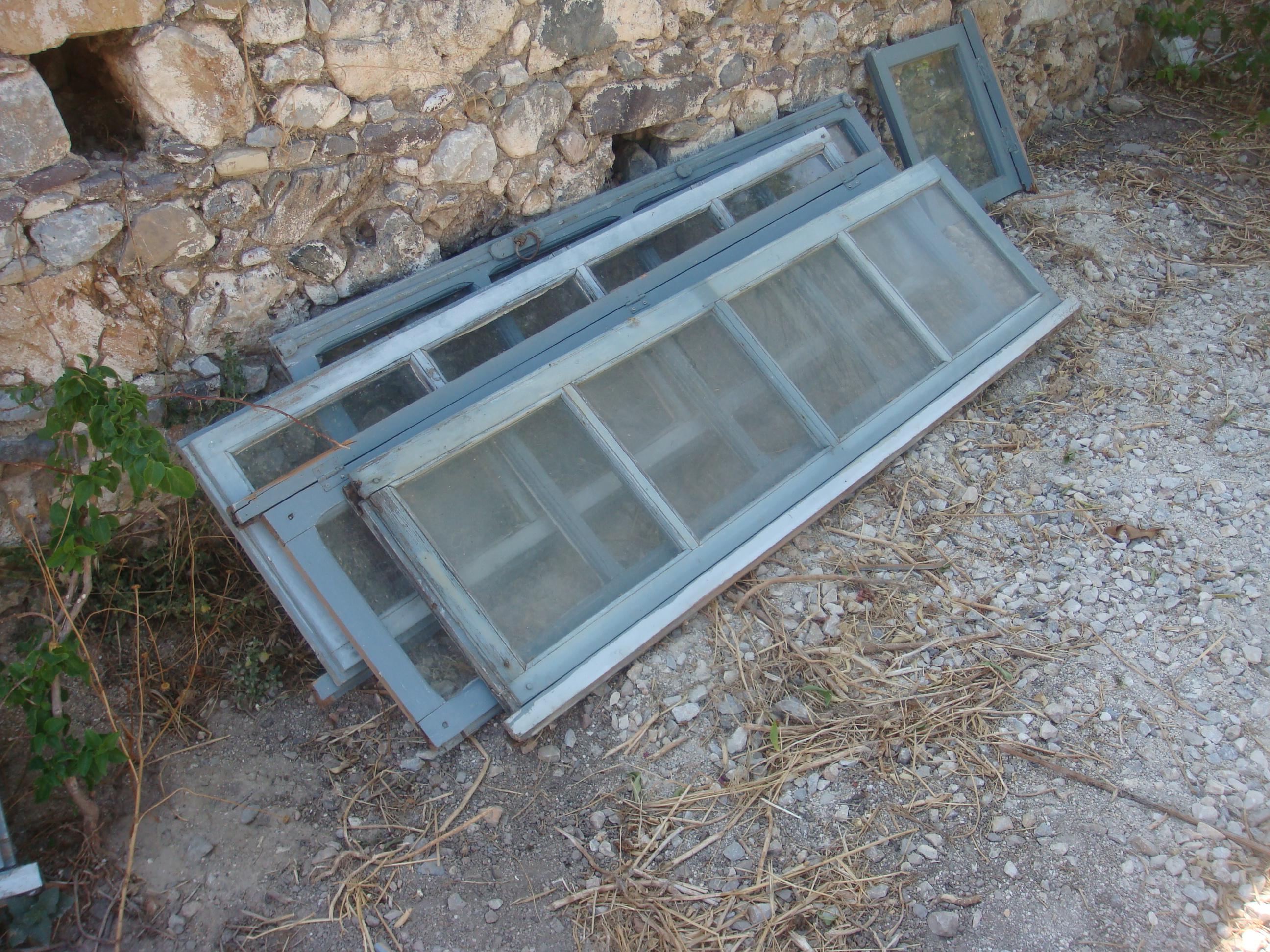#506B7B Casa Arte Amiga Página: 2 1564 Vidros De Janelas Quebrados