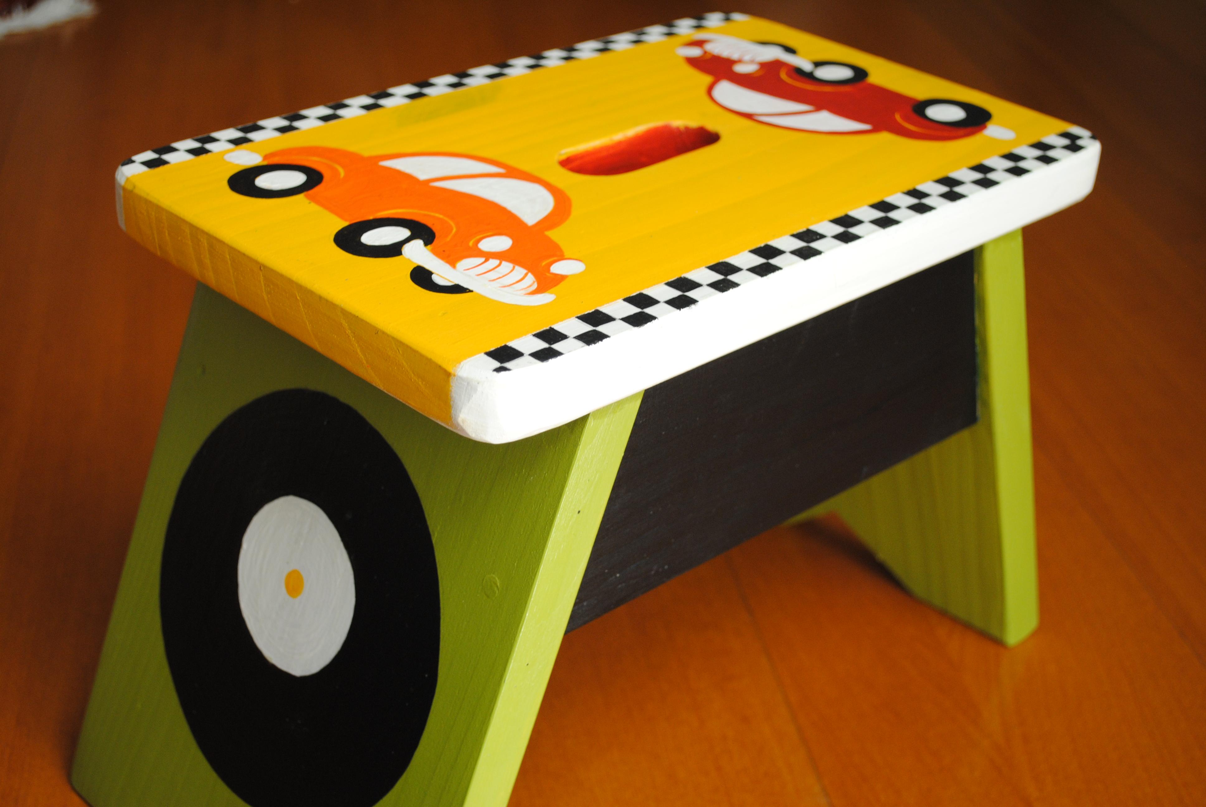 Bancos de madeira para os pequenos Arte Amiga #C87203 3872x2592