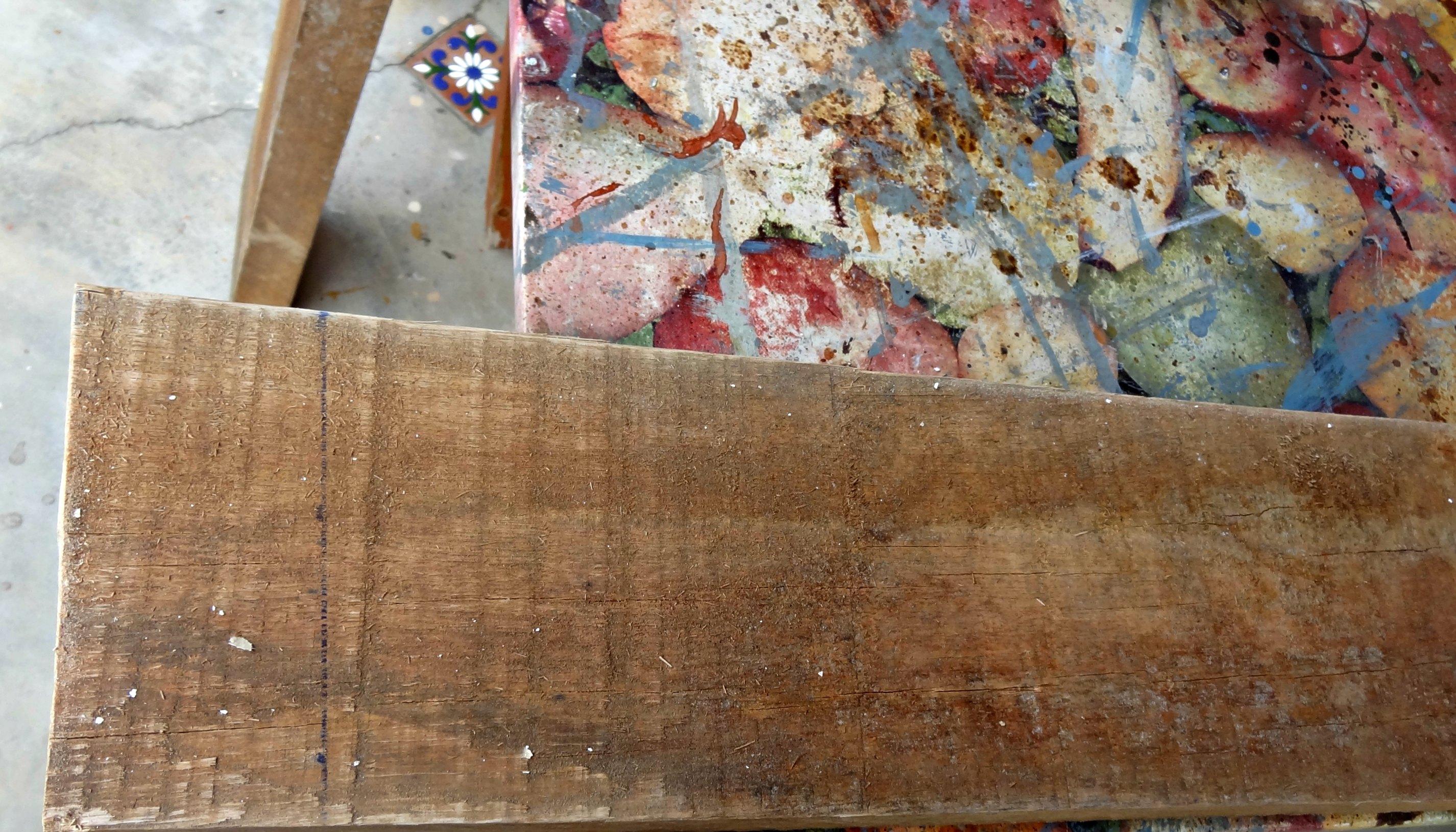 em uma tábua de madeira de demolição ficou do jeito que eu queria e  #6C462F 2852x1630